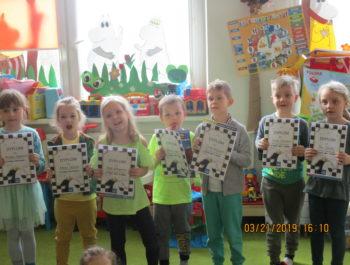 Wręczenie nagród za udział w przedszkolnym turnieju szachowym