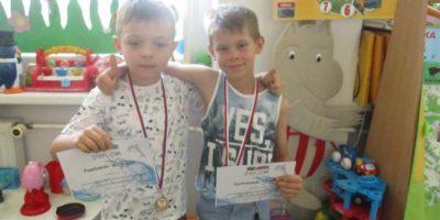 Laureaci konkursu pływackiego