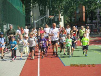 Festyn w MDK 2 Słońce świeci dla wszystkich dzieci